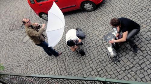 Für den Fototermin wurde der Technik-Trödelhof in Szene gesetzt.
