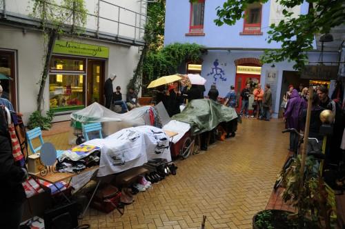 Planen gegen den Regen im Kunsthof