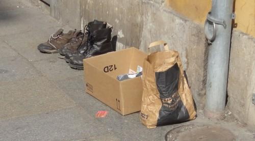 Für solch hochwertiges Schuhwerk kann man auf dem Trödelmarkt sicher noch den einen oder andern Euro erhalten.